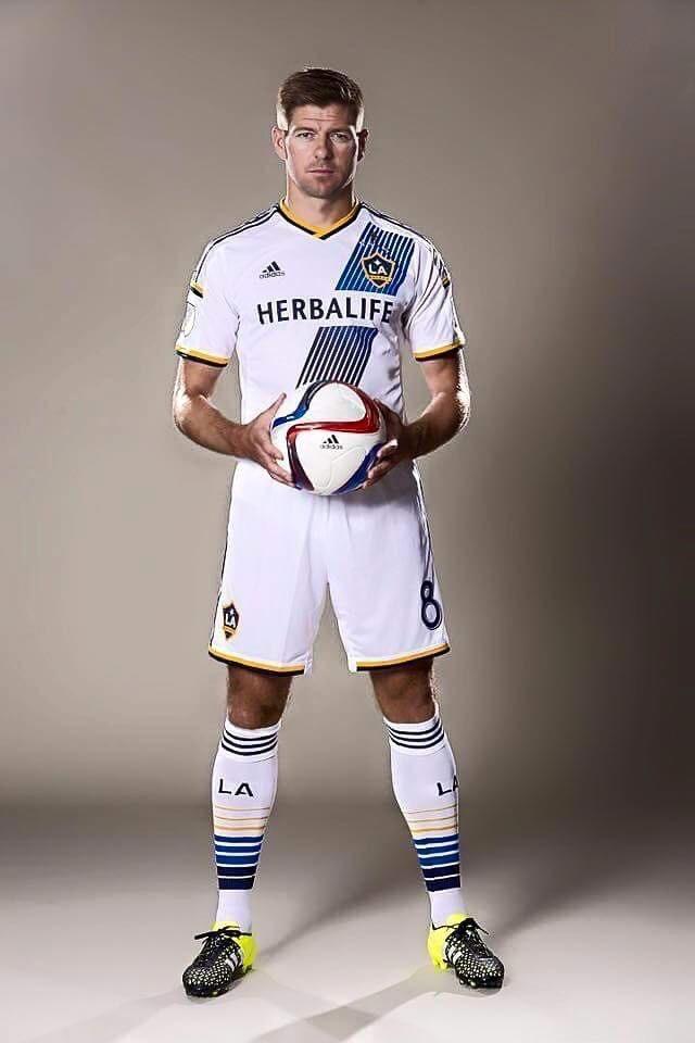 Steven Gerrard joue dans l'équipe du LA Galaxy, sponsorisée par Herbalife